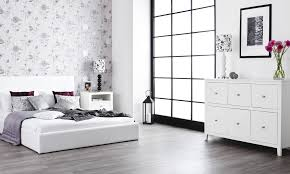 Distressed White Bedroom Furniture by White Distressed Bedroom Furniture Twin Table Lamps On Nightstand