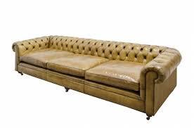 chesterfield canapé canapé chesterfield en cuir vintage couleur camel marron clair