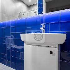 fototapete badezimmer mit blauen glänzenden fliesen