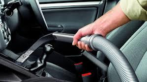refaire un interieur de voiture bien nettoyer sa voiture avant de partir en vacances