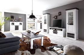 wandgestaltung wohnzimmer weiße möbel black living room