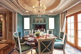 esszimmer wohnidee barocke möbel holzvertäfelung