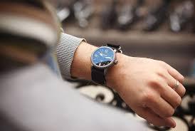 comment porter une montre à quel poignet porter sa montre mr montre