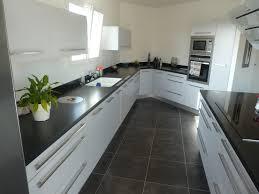 cuisine grise et plan de travail noir exemple cuisine plan de travail gris