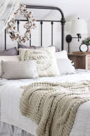 Cottage Bedroom Ideas by Best 25 Rustic Romantic Bedroom Ideas On Pinterest Romantic