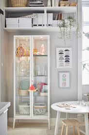 schöne ideen für deine einzimmerwohnung glasschranktüren