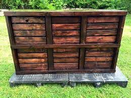 The Dressers Are Need Of Every Home For They Hold And Organize Loads Stuff On It This Pallet Crate Made Dresser Is Coming Free To Your House