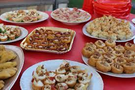 cuisine e festa laurea finger food e torta ร ปถ ายของ spread cibo e