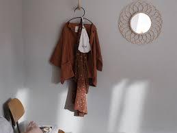 schlafzimmer lila streichen caseconrad