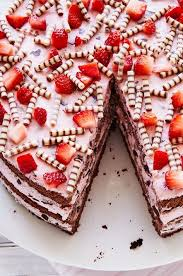 diese erdbeer stracciatella torte mit leckeren