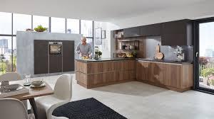 wohnliche l küche cristin wert küche mit front in zwei farben alteiche und stahl dunkel