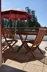 terrasse hôtel chalet suisse en été fotografía de le chalet
