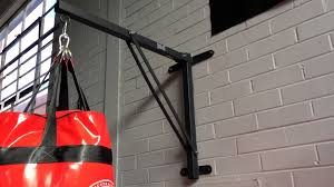 Punching Bag Ceiling Mount by Everlast Heavy Bag Wall Mount Bracket Youtube