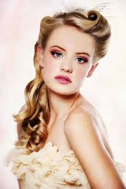 30 FABULOUS RETRO HAIRSTYLES TO GIVE A VINTAGE LOOK