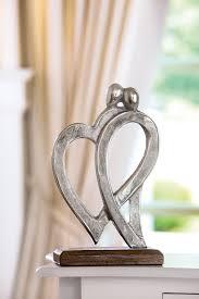 gilde dekofigur skulptur figura herzen dekoobjekt höhe 31 cm herz form aus metall sockel aus holz wohnzimmer