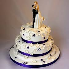 10 Picture Ideas for Purple Wedding Cakes to Match Purple Themed Weddings