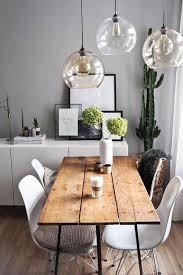 der tisch im esszimmer oder in der küche ist das zentrum der