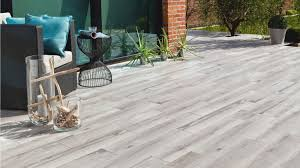 quand le carrelage trompe l œil embellit la terrasse verandas