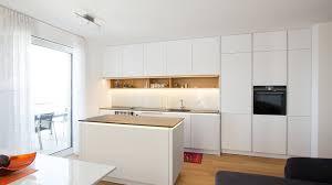 Moderne Weisse Küchen Bilder Weiße Moderne Küche Mit Holz Laserer Tischler