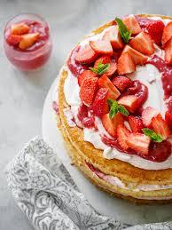 tortenparade oder erdbeer quark torte zum kaffee dazu