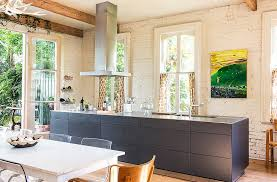 You Wouldnt Expect To Find A Streamlined Modern Leaning Kitchen In Grand 1868 Home Located New Orleanss Garden District But Sara And Paul Costello