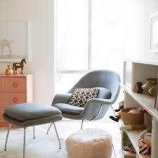fauteuil maman pour chambre bébé fauteuil chambre bb fauteuil design en tissu gris clair