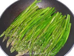 cuisine asperge asperges vertes poêlées tout le monde à table