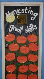 Kindergarten Thanksgiving Door Decorations by Best 25 Fall Classroom Door Ideas On Pinterest Fall Classroom