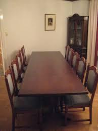 großer tisch ca 3 m für esszimmer mit 10 gepolsterten stühlen