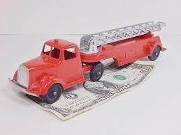 100 Tootsie Toy Fire Truck TOOTSIETOY Vintage 1947 FIRE TRUCK 489 Mack L Line Hook