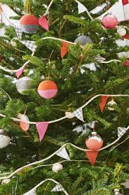 Saran Wrap Christmas Tree With Ornaments 52 homemade christmas ornaments diy handmade holiday tree
