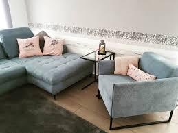 kuschelbereich wohnzimmer ein mal mit der neuen deko als