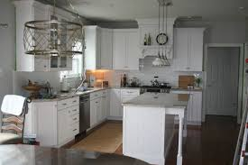 should kitchen table light be hung at same height as island lights