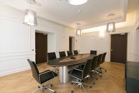 agencement bureaux table ouvrage by bureaux siège sociaux office