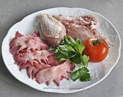 cuisiner un coq poulet au riesling et crêtes de coq saveurs et couleurs