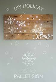 DIY Pallet Holiday Sign