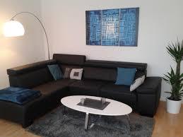 schwarze ledercouch in sitzecke wohnzimmer sitzeck