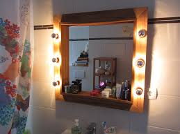 origenial de badezimmer spiegel mit holzrahmen und