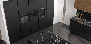 edle inselküche in elegantem schwarz matt küche modern