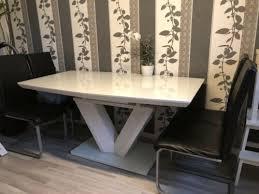 schöner hochwertiger tisch höffner in weiß hochglanz
