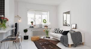 kleines appartement mit wohn esszimmer dekoriert mit sofa
