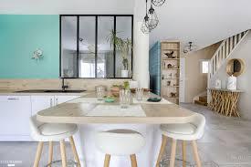 cuisine et maison un bar fait le lien entre la cuisine et la salle à manger maison
