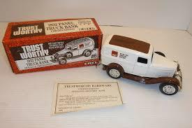 100 Ertl Trucks ERTL TRUST WORTHY 1932 PANEL TRUCK BANK 125 SCALE NIB
