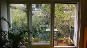 große wohnzimmer fenster zum grünen garten domradio de