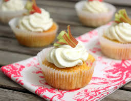 Rezept Fur Rhabarber Honig Cupcakes Mit Vanille Mascarpone