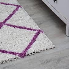 hochflor teppich rauten design wohnzimmer creme lila modern