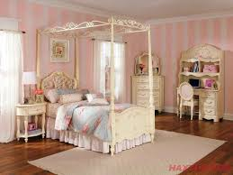 King Size Canopy Bed With Curtains by King Size Canopy Bed Frame Stanton Iron Canopy Bed By Hillsdale