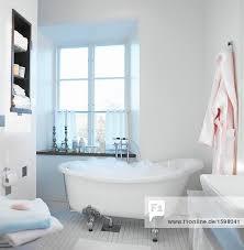 badewanne mit schaumbad im badezimmer schweden