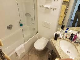 das badezimmer klein aber fein für zwei bis vier nächte