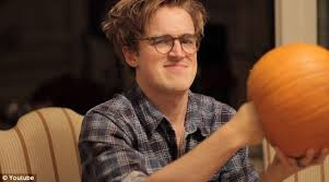 Best Way To Carve A Pumpkin Youtube by Mcfly U0027s Tom Fletcher And Wife Giovanna Expecting First Child